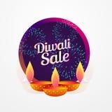 Conception d'affiche de vente de festival de Diwali avec le diya et les feux d'artifice Images libres de droits