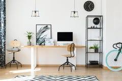Conception de bureau pour les travailleurs à distance Images stock