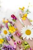 Conception de clou avec des fleurs photos stock