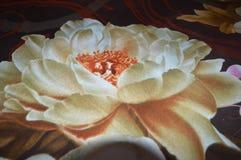 Conception de fleur sur le tissu Photos stock