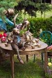 Conception de jardin aménageant en parc avec la fontaine images stock
