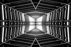 Conception de la construction métallique semblable à l'intérieur de vaisseau spatial, vue de perspective Pékin, photo noire et bl Images stock