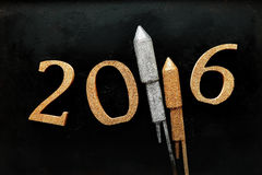 Conception de la nouvelle année 2016 contre le verre de silhouette Photographie stock libre de droits
