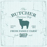 Conception de label d'American Shop de boucher avec des moutons Calibre texturisé de logo de vintage d'animal de ferme Images libres de droits