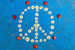 Conception de paix de symbole de paix de signe de paix sur le fond bleu Image stock