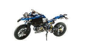Conception de reproduction de moto de saleté - le jouet s'est réuni employant des briques de lego Photographie stock