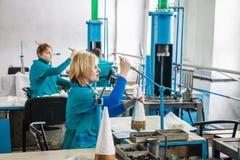 Conception de respirateur et usine de fabrication images libres de droits