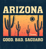 Conception de T-shirt de l'Arizona, copie, typographie, label avec le cactus de saguaro Photo stock