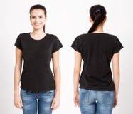 Conception de T-shirt et concept de personnes - fermez-vous de la jeune femme dans le T-shirt blanc vide Moquerie propre de chemi image stock