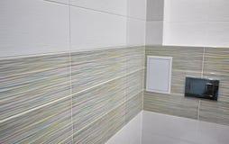 Conception de toilette avec la toilette intégrée La toilette intégrée est faite comme installation, tous les éléments, excepté la photographie stock libre de droits