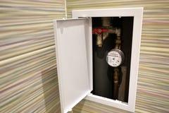 Conception de toilette avec la toilette intégrée La toilette intégrée est faite comme installation, tous les éléments, excepté la photos libres de droits