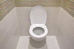 Conception de toilette avec la toilette intégrée La toilette intégrée est faite comme installation, tous les éléments, excepté la images libres de droits