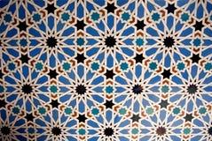 Conception de tuile pour des murs de l'Alcazar, exemple de décoration Mudejar de XIVème siècle, palais royal historique photographie stock