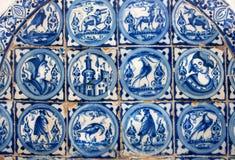 Conception espagnole de tuile pour des murs de l'Alcazar, exemple de décoration historique du XIVème siècle, intérieur de Séville image stock