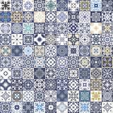 Conception florale magnifique de patchwork Tuiles carrées marocaines ou méditerranéennes colorées, ornements tribals Pour la copi Photos libres de droits