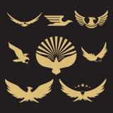 Conception héraldique de logo d'aigle d'or illustration de vecteur