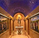 Conception immaculée de tombeau de statue de Mary Image stock