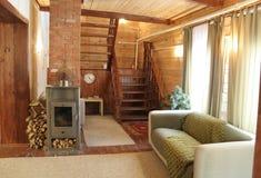 Conception intérieure à la maison avec l'escalier Photographie stock libre de droits