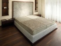 Conception intérieure de belle et moderne chambre à coucher. Image libre de droits