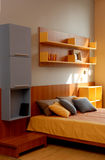 Conception intérieure de belle et moderne chambre à coucher. Photographie stock