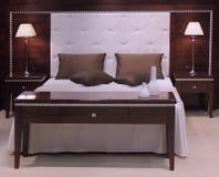 Conception intérieure de belle et moderne chambre à coucher. Photographie stock libre de droits