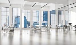 Conception intérieure de bureau dans la couleur de whire et rayons de lumière de fenêtre Photographie stock