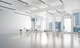 Conception intérieure de bureau dans la couleur de whire et rayons de lumière de fenêtre Images stock