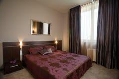 Conception intérieure de chambre à coucher élégante et de luxe. Photos stock