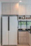 Conception intérieure de nouvelle cuisine en bois décorée dans la maison de luxe Images stock