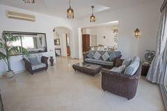 Conception intérieure de salon de luxe de villa photos libres de droits