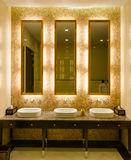 Conception intérieure de style moderne d'une salle de bains Photos libres de droits