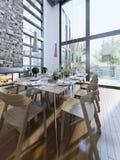 Conception lumineuse de diner avec les fenêtres panoramiques Photographie stock