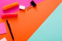 Conception minimale créative - configuration plate d'espace de travail Photographie stock