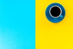 Conception minimaliste colorée et lumineuse, café vibrant photos stock