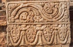 Conception modelée du soulagement en pierre sur le mur du temple du 7ème siècle dans Pattadakal, Inde Site de patrimoine mondial  photos libres de droits