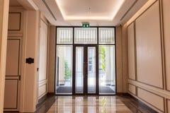 Conception moderne d'entrée de porte d'hôtel Photographie stock