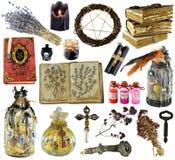 Conception réglée avec le livre de sorcière, bouteille magique, herbes, bougie noire d'isolement sur le blanc photos libres de droits