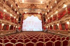 Conception rouge et d'or d'un théâtre allemand photographie stock libre de droits