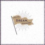 Conception tirée par la main de fanion Rétro drapeau avec des rayons de soleil et des éléments de typographie - l'explorez rêve d illustration de vecteur