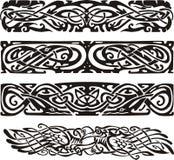 Conceptions de noeud dans de style celtique avec des oiseaux Photo stock