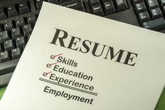 Concepto acertado del empleo con la lista de control del curriculum vitae