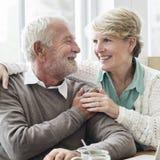 Concepto adulto mayor de la relación del amor de los pares Fotografía de archivo