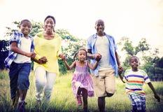 Concepto africano de la actividad de las vacaciones del día de fiesta de la felicidad de la familia Fotos de archivo libres de regalías