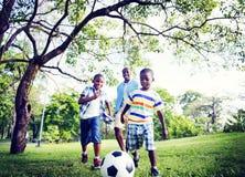 Concepto africano de la actividad de las vacaciones del día de fiesta de la felicidad de la familia Foto de archivo libre de regalías