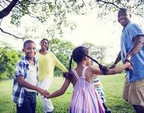 Concepto africano de la actividad de las vacaciones del día de fiesta de la felicidad de la familia Fotografía de archivo