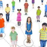 Concepto alegre alegre de la comunidad de los niños del grupo Foto de archivo
