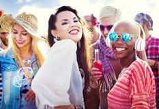 Concepto alegre de la felicidad del verano de la playa del baile Foto de archivo