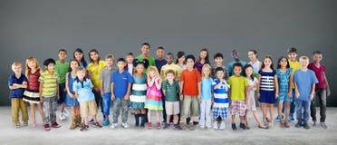 Concepto alegre de la juventud de la niñez de la felicidad de los niños de los niños Foto de archivo libre de regalías