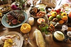 Concepto asado del ajuste de la tabla de la acción de gracias de la comida de la carne de vaca Imagenes de archivo