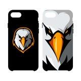 Concepto atlético del logotipo del vector del club de la cabeza furiosa del águila aislado en caja elegante del teléfono Imágenes de archivo libres de regalías